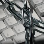 Tastatūras pārķērēji (keyloggers) ir ļaundabīgas programmas, kas ieviešas upura datorā un ziņo ļaundarim par visām aktivitātēm uz šī datora.